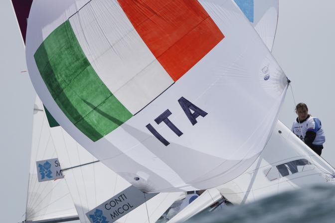 Nella prima regata della classe 470 femminile di vela ai Giochi di Londra, le italiane Giulia Conti e Giovanna Micol hanno conquistato il sesto posto. Nella seconda regata le due azzurre si sono piazzate in settima posizione, guadagnando così l'accesso alla Medal Race di venerdì, dove figurano al 7° posto con 69 punti nella classifica generale  (Ap/Bernat Armangue)