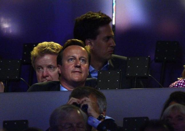 Il primo ministro inglese David Cameron, quello vero, non la sua statua di cera (Afp/Neal)