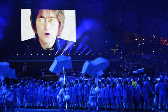 Il momento dedicato a �Imagine� di John Lennon, con un video in parte inedito (Afp/Andersen)