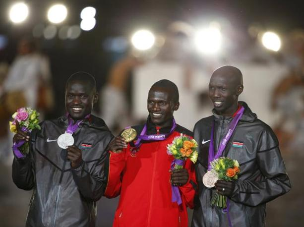 Il podo della maratona: Kirui (Kenya, argento); Wilson Kiprotich (Uganda, oro); Wilson Kipsang Kiprotich (Kenya, bronzo) (Reuters/Pfaffenbach) 