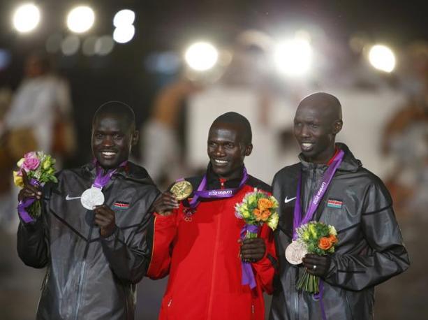 Il podo della maratona: Kirui (Kenya, argento); Wilson Kiprotich (Uganda, oro); Wilson Kipsang Kiprotich (Kenya, bronzo) (Reuters/Pfaffenbach)