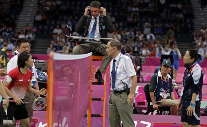 Scandalo badminton ai Giochi. La Federazione internazionale ha squalificato quattro coppie di atlete: due sudcoreane, una cinese e una indonesiana (Ap/Leighton)