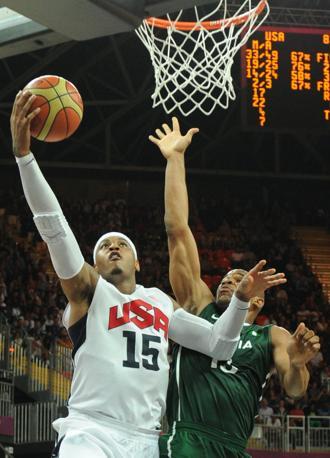 Grande protagonista Carmelo Anthony, autore di 37 punti con un micidiale 10/12 da tre punti. (Afp/Ralston)