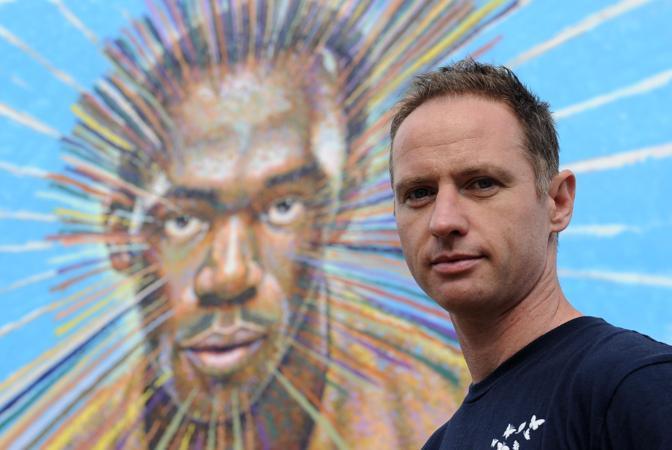 L'artista britannico James Cochran ha creato a Londra un murale dedicato a Usain Bolt, il primatista del mondo dei 100 e dei 200 metri (Reuters/Hackett)
