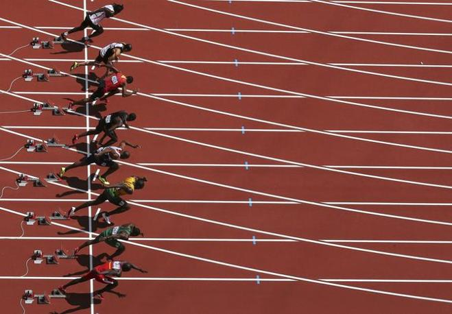 """Esordio rilassato per Usain Bolt all'Olimpiade di Londra: ha vinto la sua batteria in 10""""08. Ecco la partenza (Reuters/Kopczynski)"""