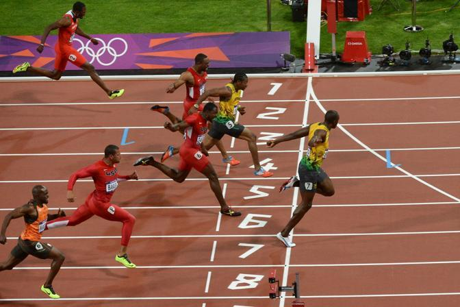 Usain Bolt concede la replica: dopo Pechino 2008, vince anche a Londra. Con uno stratosferico 9&#39; 63&#39;&#39; record olimpico per i 100 (Afp)