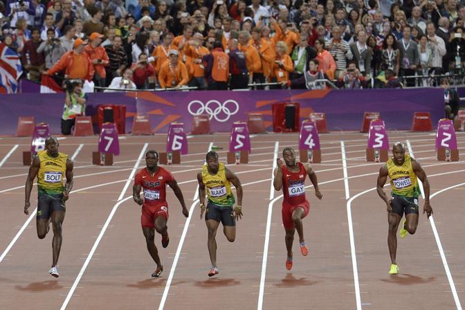 Anche la medaglia d?oro Usain Bolt non se n?è accorto: «Non ho visto la bottiglia, me l?hanno detto». L?olandese Edit Bosch, medaglia di bronzo nel judo, ha scritto su Twitter di aver visto «un ubriaco» lanciare una bottiglia (Ap)