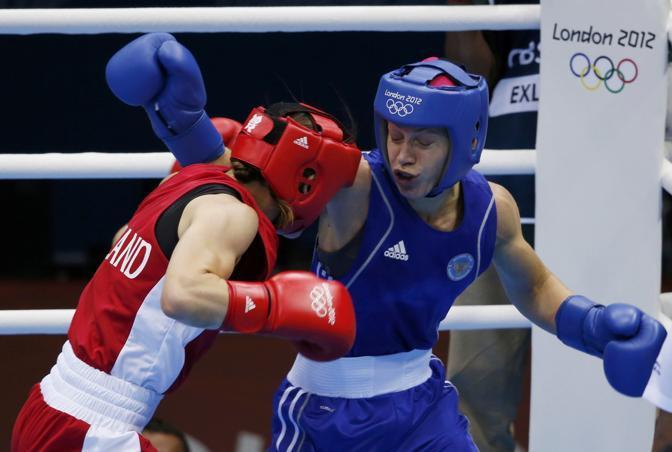 Nella categoria Leggeri, si è imposta l'irlandese Katie Taylor contro la russa Sofia Ochigava: Medaglia dal valore doppio: è la prima per l'Isola di Smeraldo. Nell'arena c'erano 10000 suoi connazionali (Reuters)