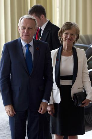 Jean-Marc Ayrault, il primo ministro francese e sua moglie Brigitte Terrien arrivano a Londra 2012  (Reuters)