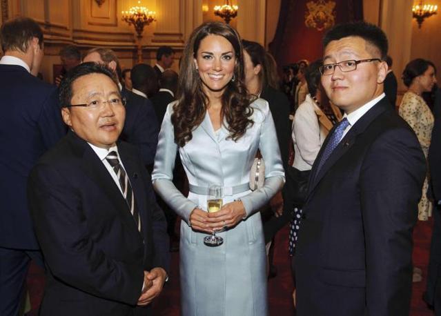 Kate Middleton, splendida come sempre, accoglie i capi di stato della Mongolia (Reuters)