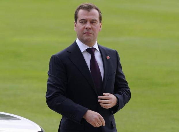 Il primo ministro russo Medvedev appena arrivato a Londra (Reuters)