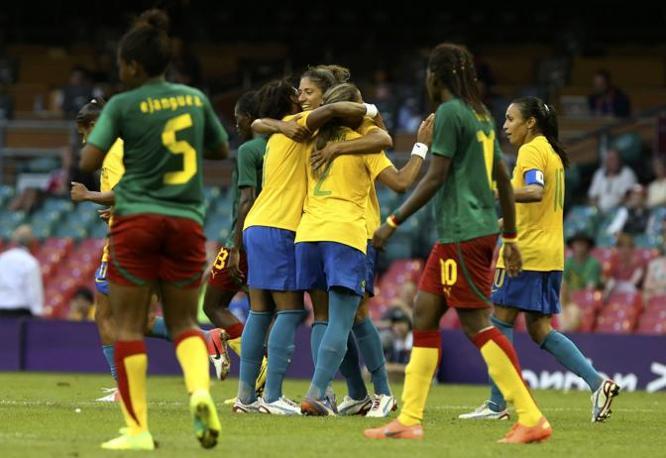 Nella prima giornata del Gruppo E di calcio femminile il Brasile batte 5-0 il Camerun e Cristiane, partita dalla panchina, firma una doppietta: con 11 reti complessive alle Olimpiadi supera il record che fu della tedesca Birgit Prinz (Reuters/Lenoir)