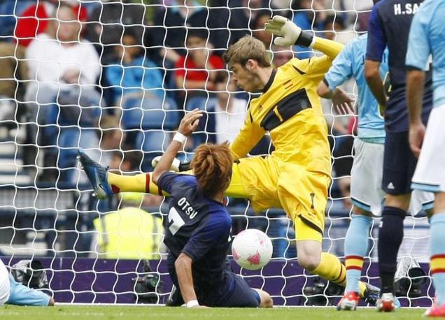 Nella seconda partita della prima giornata del Gruppo D arriva la vittoria a sorpresa del Giappone ai danni della Spagna. Decisivo questo gol di Yuki Otsu, che in scivolata batte David de Gea (Reuters/Moir)