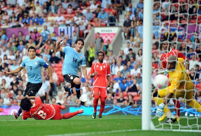 Nella prima giornata del gruppo A l'Uruguay supera per 2-1 gli Emirati Arabi Uniti. Decisivo questo gol di Nicolas Lodeiro al 56' (Epa/Parker)