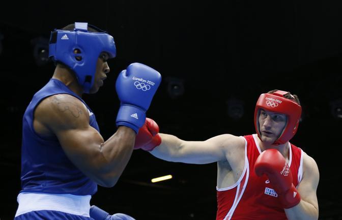 L'italiano Roberto Cammarelle medaglia d'argento nella finale con l'inglese Anthony Joshua. Una finale beffa che si è conclusa in parità con la vittoria assegnata all'inglese  (Afp Photo/Jack Guez)
