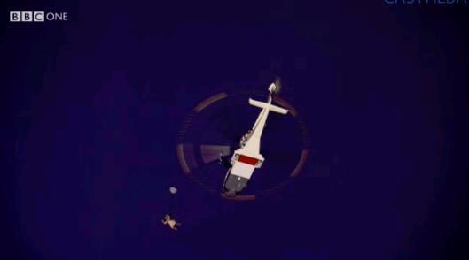 La regina Elisabetta si butta dall'elicottero con lo 007 Daniel Craig (da Twitter)