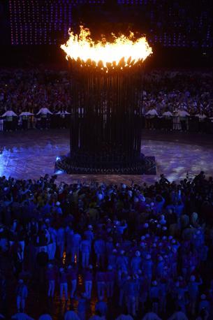 � iniziata la trentesima Olimpiade dell'era moderna: il braciere arde sopra Londra 2012 (Afp)