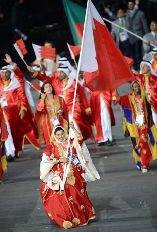 Il Bahrain, con la sua prima atleta donna - e portabandiera - Azza Alqasimi (Afp/Simon)