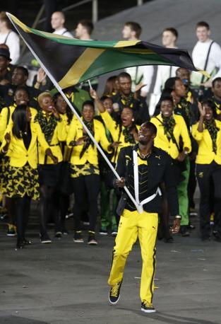 Usain Bolt, l'uomo più atteso dei Giochi, è il portabandiera della Giamaica (Ap/Hong)