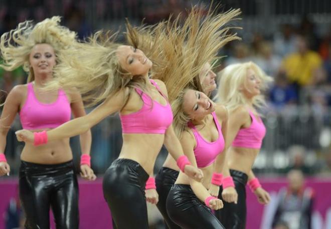 Basket, cheerleaders durante Argentina-Lituania (Afp)