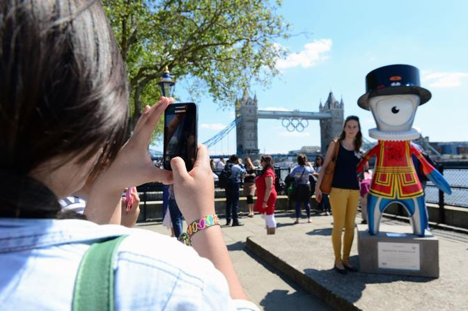 I cinque cerchi fanno bella mostra anche sul Tower Bridge (Afp/Squire)