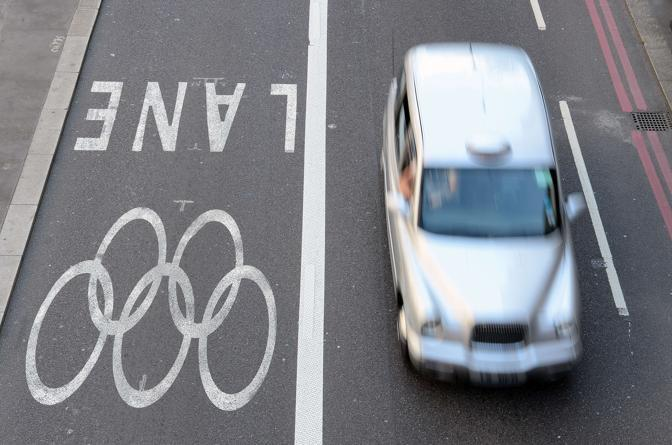 Londra ha ormai anche le corsie «griffate» con i cinque cerchi: preferenziali che servono per trasferire gli atleti (Afp/Squire)