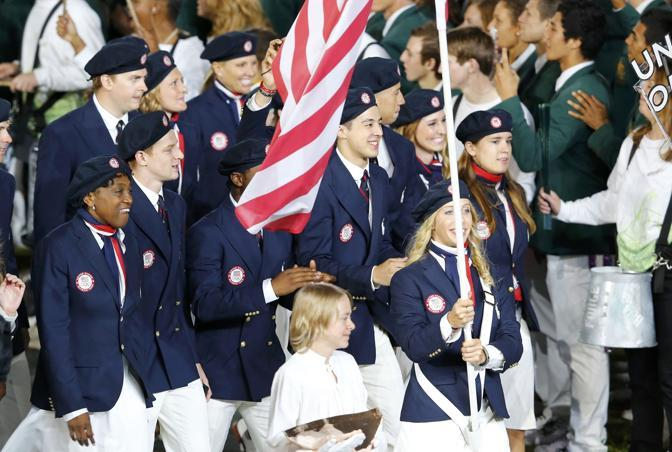 La delegazione americana fa il suo ingresso nello stadio olimpico (Reuters)