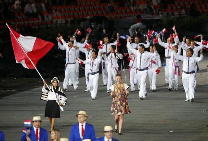 Gli atleti del Perù avvolti da un bianco andino (Reuters)