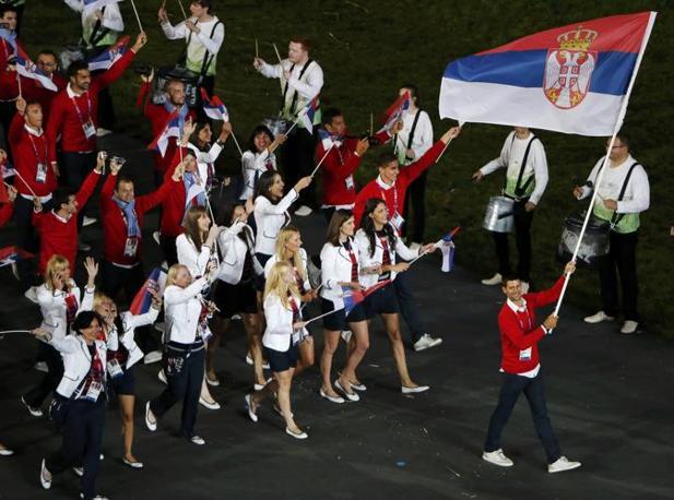 La Serbia e i colori nazionali: il rosso e blu (Reuters)