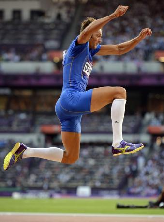Nel salto triplo, finalmente la prima soddisfazione per l'atletica azzurra: Fabrizio Donato ha vinto il bronzo. Lusinghiero quarto posto per un altro italiano Daniele Greco (Epa)