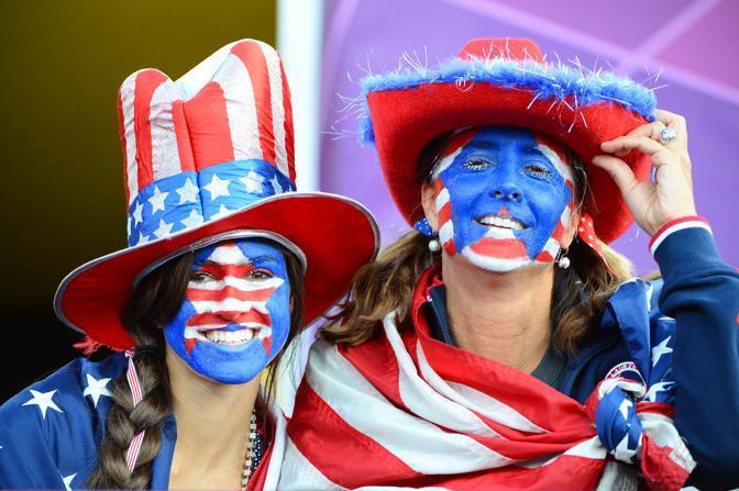 """I fans all'Olimpiade di Londra sono uno spettacolo nello spettacolo. Tifosi da tutti il mondo si fanno notare per il loro """"pittoresco"""" sostegno (Usa Today)"""