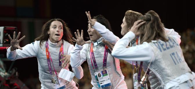 Da sinistra, Elisa Di Francisca, Ilaria Salvatori, Arianna Errigo, Valentina Vezzali. La base musicale di partenza, con parole modificate, � la celebre �Cuore matto� (Ansa/Onorati)