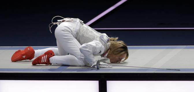 Con la vittoria nel fioretto a squadre, la Vezzali diventa l'azzurra pi� medagliata alle Olimpiadi: 9 quelle da lei conquistate (Ap/Lovetsky)