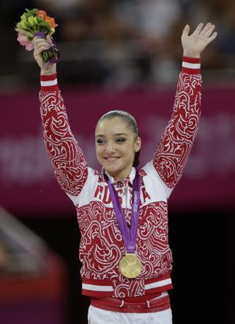 La vincitrice della finale di parallele asimmetriche, la russa Aliya Mustafina (Ap/Bull)