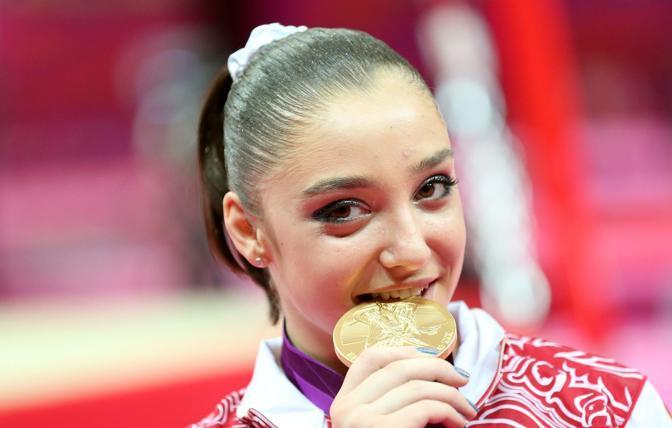 Foto ricordo per la russa Aliya Mustafina medaglia d'oro