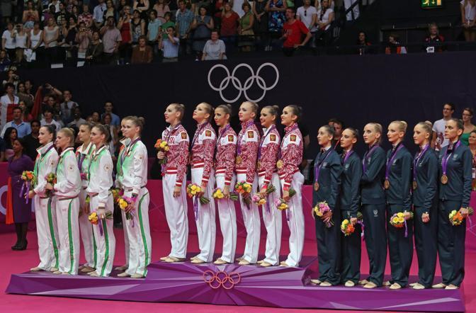 Il podio della ginnastica ritmica. Oro alla Russia, argento alla Bielorussia e bronzo all'Italia (Epa/Ilnitsky)