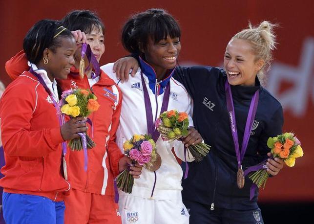 Il podio: da sinistra  Kum Ae An, Nordcorea, oro; Yanet Beroy Acosta, Cuba, argento; Priscilla Gneto, Francia (bronzo) e Rosalba Forciniti, bronzo (Ansa)