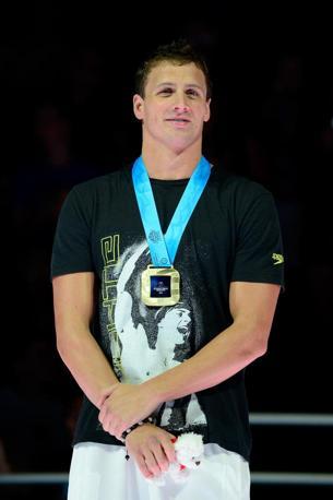Lochte sorride per la medaglia d'oro ai trials americani di giugno: ha battuto Micheal Phelps