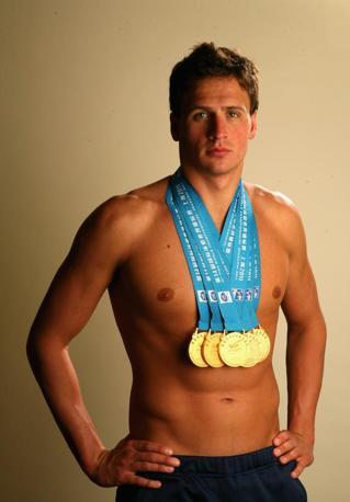 Lochte posa con le medaglie d'oro e di bronzo vinte nel 2011 a Palo Alto (Afp/ Shaw)