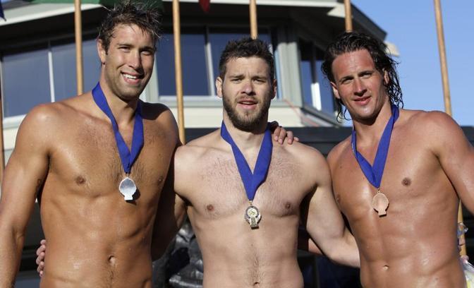 Ryan Loche (a destra) insieme con  David Plummer, al centro, e Matthew Grevers (Ap\Chiu)
