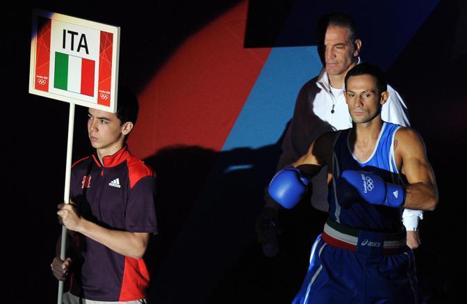 Vincenzo Mangiacapre, 23 anni, sale sul gradino basso del podio nella boxe ai Giochi Olimpici di Londra 2012. Il pugile di Marcianise, nei welter leggeri, si gioca l'accesso alla finale contro il forte cubano Iglesias Sotolongo (Ansa/Ferrari)