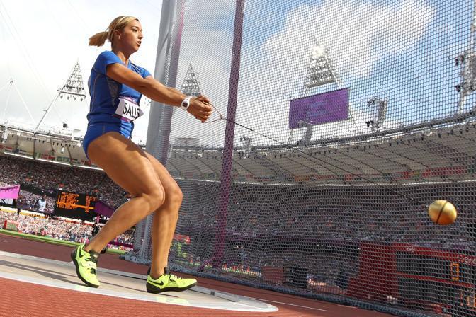 Le atlete del lancio del martello in gara all'Olimpiade di Londra: l'italiana Silvia Salis(Afp)