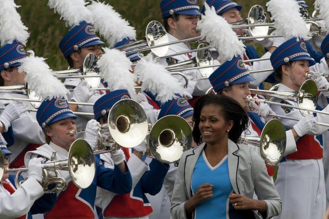 L'arrivo della first lady statunitense a passo di corsa (Epa/Cohen)
