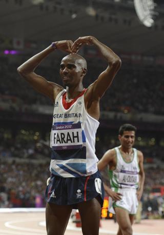 L'idea è nata dalla partecipazione a uno show televisivo inglese: i conduttori sostennero che Mo doveva inventarsi un'esultanza che facesse concorrenza al fulmine di Bolt (Mercer)