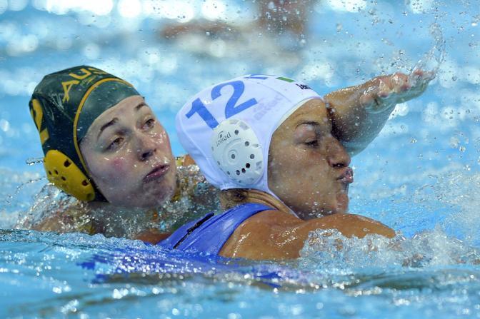 Teresa Frassinetti, a destra, «maltrattata» da un'avversaria (Lapresse)