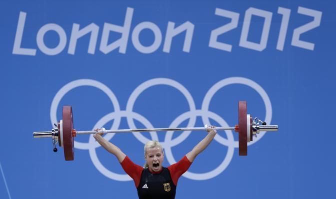La tedesca Julia Rohde, classe 1989, ha partecipato al sollevamento pesi 53 kg (Ap)