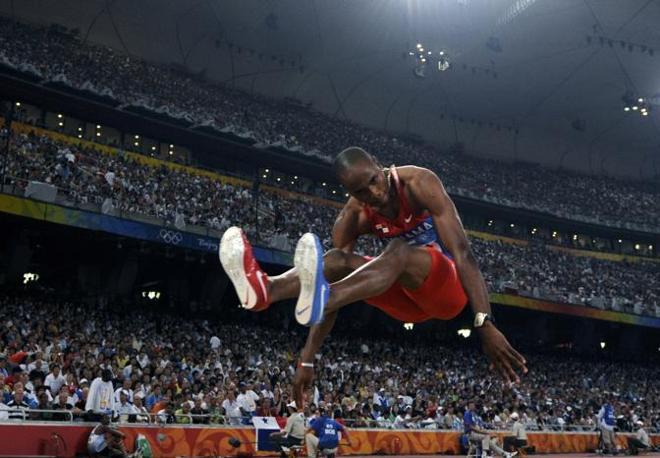 Irving Saladino Aranda è la stella di Panama: avrebbe dovuto essere portabandiera già a Pechino, ma fu sostituito all'ultimo minuto. Si «consolò» vincendo la gara del salto in lungo con 8,34 m. È il primo campione olimpico della storia di Panama (Reuters/Pfaffenbach)