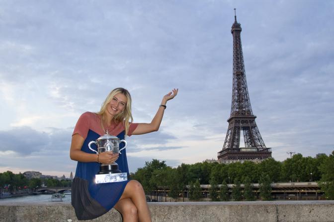 Russia, Maria Sharapova. Che qui festeggia la recente vittoria nel Roland Garros (Reuters/Fuentes)
