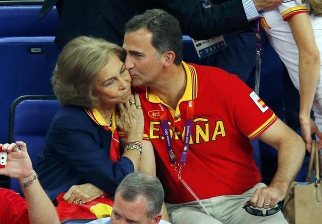 La regina e il figlio (Reuters)