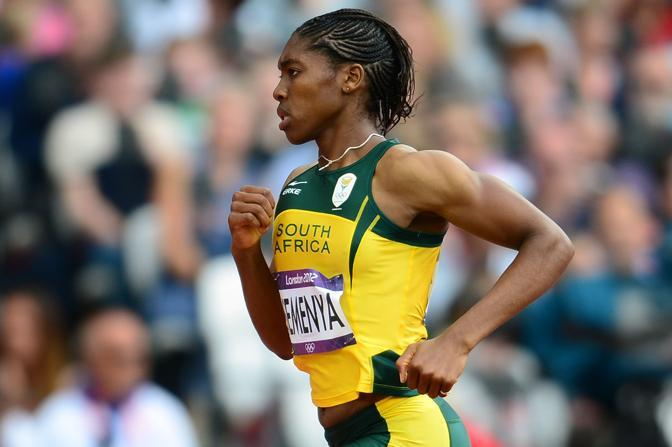 Dopo le polemiche scoppiate nel 2009 ai Mondiali di Berlino, Caster Semenya gareggia - serena - alle Olimpiadi di Berlino. Sopra, nella prima batteria degli 800 metri, in cui si  classificata seconda (Afp/Fife) 